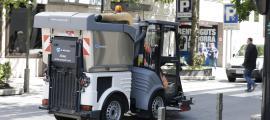 Una màquina de neteja viària d'Andorra la Vella.