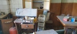 Interior de l'edifici per on han desfilat ja diverses persones, vivint en condicions infrahumanes.