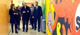 Visita de les autoritats a l'escola andorrana de Santa Coloma, abans del lliurament dels premis.
