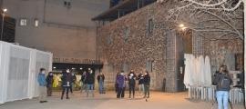 Una dotzena de dones secunden la concentració davant l'hospital de la Seu per exigir el dret a l'avortament
