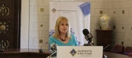 La síndica municipal de greuges, Anna Martí Pellicer, durant la presentació de l'informe a la premsa.