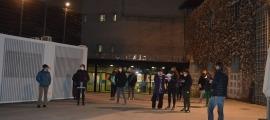 Acte reivindicatiu de col·lectius feministes a les portes de l'hospital de la Seu, amb motiu del 8-M.