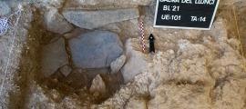 Última campanya arqueològica a la balma: Remolins en diu 'Lluncí' encara que al cartell, en majúscules, s'hagi descuidat l'accent.