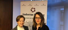 Canòlich Baró i Esther Puigcercós en l'acte de lliurament de la donació.