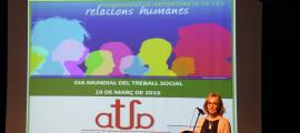 Ester Fenoll, durant l'acte de celebració del Dia mundial del treball social, ahir.