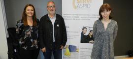 Les responsables d'Aspid, Bibiana Bendicho i Lídia Méndez, amb Joan Santacana.