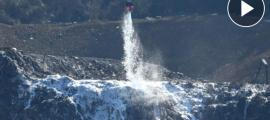 Una imatge de les tasques que du a terme l'helicòpter, extreta d'un video publicat pel diari 'El Correo'.