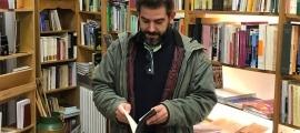 Gálvez, fotografiat dos cursos enrere a la desapareguda llibreria La Puça.