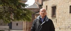 Joan Ganyet, ahir al parc del Cadí de la Seu d'Urgell, a la vora de la catedral.