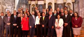 Foto de família dels 22 ministres presents en la cimera de La Antigua Guatemala.