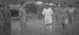 15 de setembre del 1945: Charney passa revista als homes del 132 esquadró de caça de la RAF.