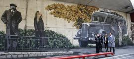 Bosque, amb el secretari d'Estat Marquina i els ministres Riva i Torres, en la inauguració oficial del mural, que va tenir lloc ahir.
