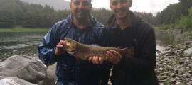 """Els participants al concurs van pescar """"moltes truites i molt grosses"""", ahir."""