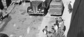 Andorra, Escaldes, fotografia, Josep Alsina, avinguda Carlemany, Alan Ward, Peugeot, Dodge, Mercedes, poètica del balcó, Esso, Amadeu Rossell