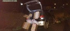 Aquest és el vehicle amb què l'home es va fugar i on hi havia el tabac.