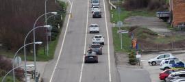 Un moment de la marxa lenta de vehicles entre la capital alturgellenca i Oliana.