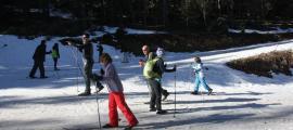 Esquiadors a l'estació de Tuixent-la Vansa durant aquest pont de la Puríssima.