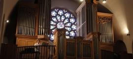 L'instrument de Sant Esteve, monumental amb els seus 2.137 tubs, va ser construït per l'orguener francès Georges Danion.