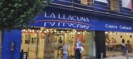 L'edifici de La Llacuna, que allotja l'activitat d'educació artística del Comú.