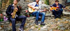 Palacios, entre David Amat, al saxo, i Toni Fernández, a la guitarra: són Els Pali.