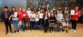 Els alumnes premiats, ahir a la tarda, a la sala polivalent del Liceu Comte de Foix.