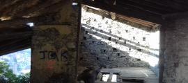 El segon pis del colomer, on hi havia els nius: se n'han conservat 102 dels prop de 160 que es calcula que hi havia.