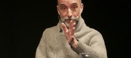 Albert Ginestà va presentar ahir 'Un mar de secrets' a l'auditori del Palau de Gel.