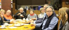 Enric Dolsa, candidat de X'Ordino, va berenar ahir amb la gent gran de la Casa Pairal.