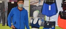 En Mario, a la botiga de roba i estris esportius que va obrir finalment a La Seu d'Urgell.