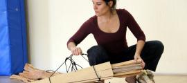 Júlia Farrero prepara el seu darrer treball en un escenari rústic.
