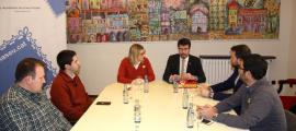 Una de les reunions que va mantenir ahir Elsa Artadi a la Seu d'Urgell.