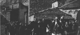 Seguici fúnebre a l'antic cementiri de l'arxiprestal de Sant Esteve, a la capital, en una data incerta entre el 1900 i el 1930.