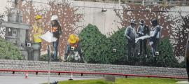 Escenes del mural 'El país el construïm les persones', al tram inferior de la rotonda dels Dos Valires, pujant a mà dreta en direcció a Encamp.