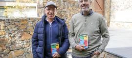 Els autors de 'Morir a cavall dels vents', Jordi Corominas i Llorenç Planes, ahir a la seu d'Editorial Andorra.