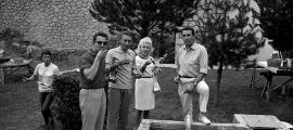 Anquetil, al 'méchoui' que Radio Andorra va oferir a la caravana del Tour del 1964.