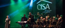 Fani Pérez canta 'Respect' amb l'acompayament de la Grossband, divendres al Prat del Roure: va ser un dels grans moments de la nit.
