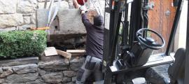 Les mesures es van retirar al novembre de la part posterior de Casa de la Vall, on van ser tralladades el 2011 -abans, i des del 1962, s'estaven sota l'arc de l'entrada- i oon estaven completament descontextualitzades, arran de terra i com si es tractés d'una jardinera.