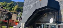 La façana lateral del teatre de les Fontetes on s'ubicarà el nou mural.