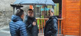 Els candidats d'Objectiu Comú ahir davant l'escola bressol.