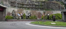 Fotomunattge amb el projecte del mural (o la instal·lació): al mur de la rotonda hi va una versió sensiblement modificada, amb una enginyera en lloc d'un enginyer (a l'esquerra de l'escena).