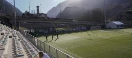 Prada de Moles haurà de viure una transformació a molts nivells per poder acollir partits de la primera RFEF. Foto: FC Andorra
