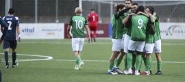 La UE Sant Julià celebra el 0 a 1 del 'clàssic' amb gol d'Iosu Villar. Foto: Facundo Santana