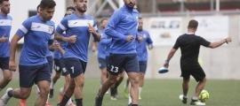 Un moment del darrer entrenament de l'FC Santa Coloma abans del matx d'avui contra els Mons Calpe.