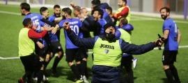 Els jugadors de l'Inter celebren la victòria d'ahir, que els deixa a un triomf del títol. Foto: Facundo Santana