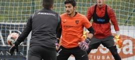Miguel Bañuz, darrere de Nico Ratti, un altre jugador en dir adeu a l'FC Andorra. Foto: FC Andorra
