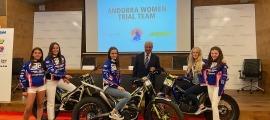 L'Andorra Women Trial Team, a Andbank, el màxim patrocinador de l'equip. Foto: Andbank