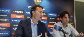 Ferran Vilaseca, president de l'FC Andorra, amb el director esportiu Jaume Nogués al costat, a la sala VIP de Pyrénées. Foto: FC Andorra