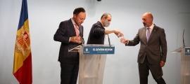 El cap de Govern i el ministre de Salut van protagonitzar una nova compareixença televisiva per respondre directament a les preguntes dels ciutadans.