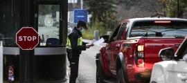 Vehicles passant el control de la policia a la frontera hispanoandorrana.