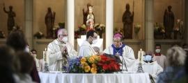 L'arquebisbe i el nunci apostòlic concelebren la missa en aquest estrany Dia de Meritxell.